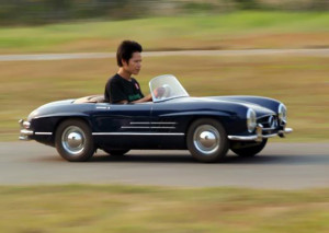 Half-scale-working-Mercedes-300SL-replica_1